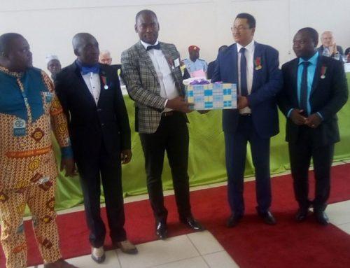 Ceremonie de remise de medailles a ACEP Cameroun